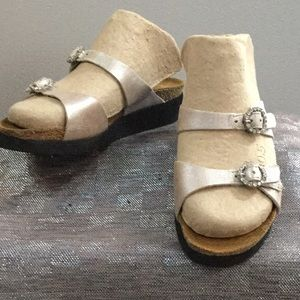 Naot ladies size 4 sandal